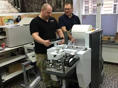 Pierwsza automatyczna foliarka Qtopic 380 w Druk24h.pl